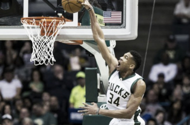 Milwaukee Bucks forward Giannis Antetokounmpo (34) dunks the ball. Photo:Jeff Hanisch USA-TODAY Sports