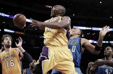 Los Lakers ganan con triple-doble de Kobe y los Knicks se imponen en Miami