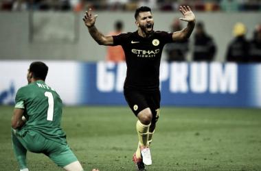 Agüero se llevó la pelota (Foto: AFP).