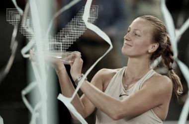 Petra Kvitova sostiene el trofeo de campeona en la pasada edición. Foto: gettyimages.es