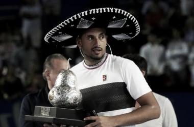 Kyrgios posa con el título de campeón. Foto: ATP World Tour.