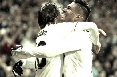 Casemiro y Modric celebrando uno de los tantos ante el Sevilla. Foto: Real Madrid