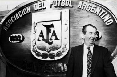Julio Grondona celebrando el centenario de la AFA. (Foto: canchallena.com.ar)