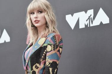 Taylor Swift en la alfombra roja de los MTV VMA/AFP