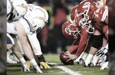 Las lineas de los Chiefs y los Chargers estan listos para la temporada 100 de la NFL (foto Chiefs.com)