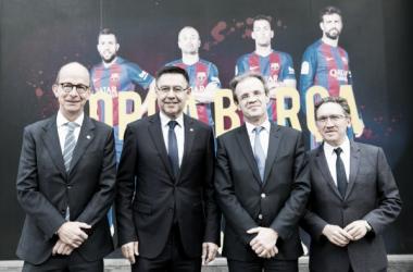 Los cuatro máximos mandatarios, posando para la foto oficial del acuerdo | Foto: fcbarcelona