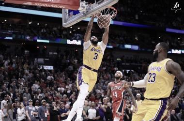 via: Lakers.