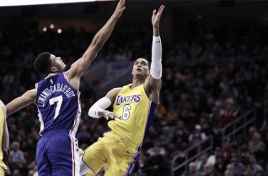 Los Lakers se llevan la batalla por el futuro
