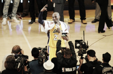 Kobe Bryant addresses the crowd for the last time following the Los Angeles Lakers' 101-96 victory over the Utah Jazz | Gary A. Vasquez-USA TODAY Sports