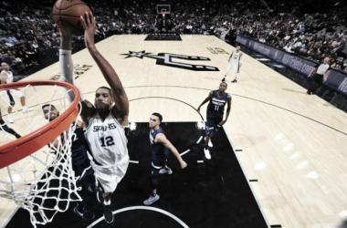 Los Spurs saben ganar sin Kawhi