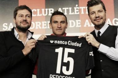 Lammens - Bergessio - Tinelli en la presentanción del jugador. Foto: Clarín.