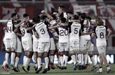MIX. Entre la experiencia y los aportes de los juveniles, Lanús está ilusionado en conquistar por segunda vez la Sudamericana. Foto: Getty images