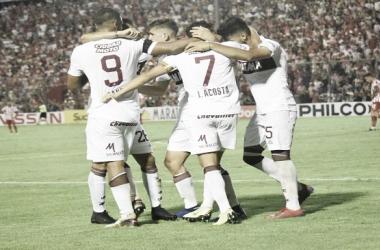 El festejo de Lanús tras el gol de Lautaro Acosta | Foto vìa: ClubLanùs