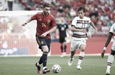 Laporte ante J. Félix, España vs Portugal // Fuente: SEFUTBOL, twitter