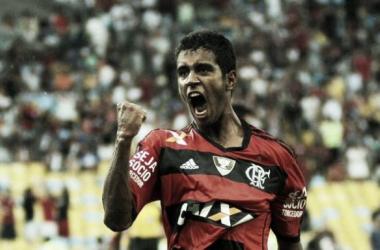 Em alta no Flamengo, Gabriel recebe elogios do técnico Jayme de Almeida