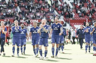 La plantilla del Cardiff City tras su victoria (0-2) en Old Trafford // FUENTE: Cardiff City