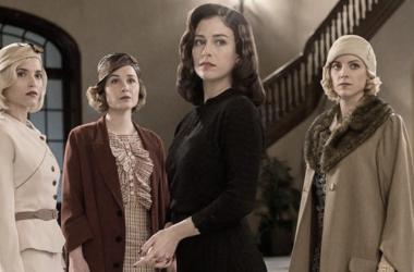 Las protagonistas de la serie juntas fuera y dentro de la serie. Fuente: sinembargo.mx