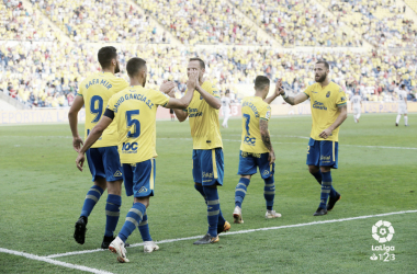 Foto: La Liga. Los jugadores de Las Palmas festejan el gol de Mir vs. Málaga