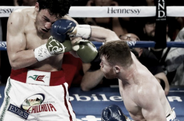 Canelo Alvarez lands a right hand againstJulioCesar Chavez Jr. during their fight in Las Vegas. (Source:IsaacBrekken / Associated Press)