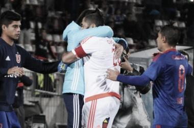 Ex-goleiro do Corinthians marca gol e Universidad de Chile vence após 4 jogos