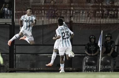 Lautaro Martínez festeja el primero de los tres goles que marcaría en la noche. Foto: @SC_ESPN