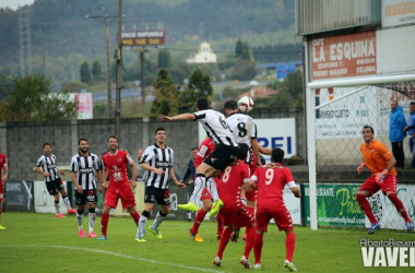 Imagen de una acción de un partido de la presente temporada en Les Caleyes. (Fotos: Alberto Brevers, VAVEL)