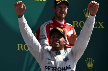 GP de Grande-Bretagne : Mercedes émerge en tête d'une course agitée, Hamilton s'impose