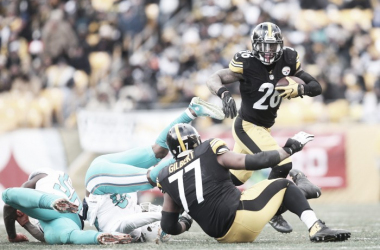 Le'Veon Bell (26) ran all over the Miami Dolphins, taking his time and finding holes in the defense. It looks like he's going to be virtually unstoppable throughout the remainder of the playoffs, as he has been playing at an exceptional level fo