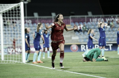 Cazalla celebrates her goal as Spain lead for the first time. (Photo: UEFA)