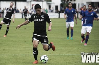 Jorge Fernández en un amistoso contra el Real Oviedo en pretemporada. | Imagen: Alberto Brevers-VAVEL.