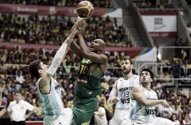 Para dar fim a fantasma, Brasil enfrenta Argentina nas oitavas da Copa do Mundo de basquete