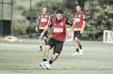Volante ficará no Galo até 2016 (Foto: Bruno Cantini/Atlético-MG)