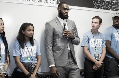 Foto vía: NBA Cares.