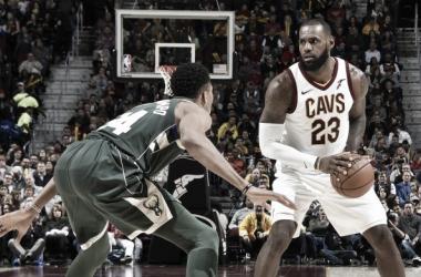 El Rey y uno de sus herederos, frente a frente en la noche de la NBA (Foto: SI)
