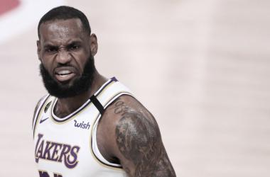 Crónica NBA: los Lakers aplastan a Houston y ya esperan rival