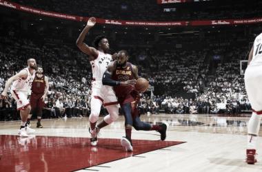 LeBron fue imparable en la zona, y anotó más de 40 puntos para dar la victoria a su equipo.   Foto: NBA.com/cavaliers