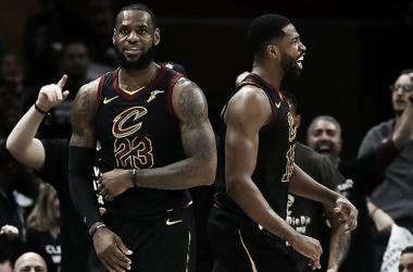 LeBron James y Tristan Thompson hicieron buenos partidos y finalmente pasarán de ronda.| Foto: NBA.com/cavaliers