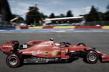 Vharles Leclerc foi dominante no segundo treino livre do GP da Bélgica (Foto: Reprodução/Fórmula 1)