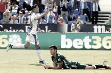 Mandi se lamenta mientras Naranjo celebra el 2-1 momentáneo | Foto: LaLiga Santander.