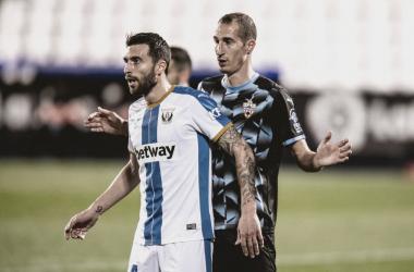 Borja Bastón en el partido frente al Almería | Foto: UD Almería