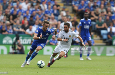 James Maddison battles with Joao Moutinho for the ball | Photo: Getty/ Stephen White - CameraSport