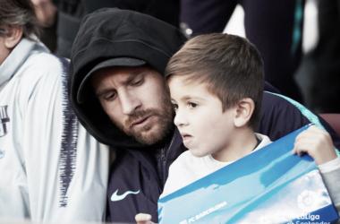 Messi en la grada en el encuentro ante el Real Madrid | Fotografía: LaLiga Santander