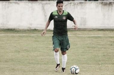 Léo Costa volta aos treinos mas é dúvida no Santa Cruz