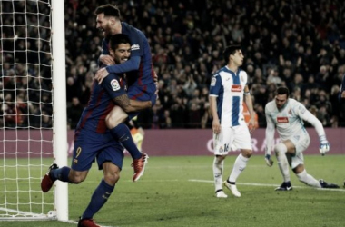 Messi e Suárez decidem, Barça goleia Espanyol no dérbi catalão e encerra ano a três pontos do Real