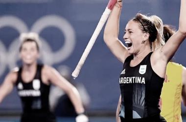 Julieta Jankunas festejando el gol ante China.<div>Fuente de la imagen: Sitio oficial de la Confederación Argentina de Hockey.</div>