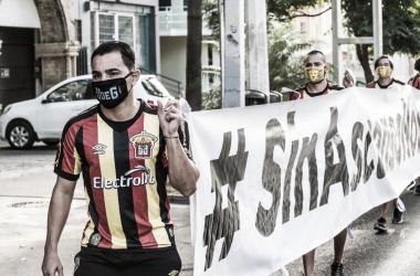 Leones Negros salen a protestar
