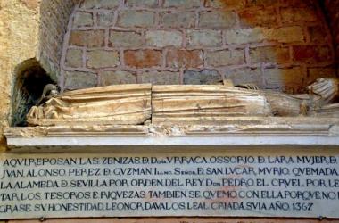 Tumba que contiene los restos de Doña Urraca Ossorio y Leonor Dávalos    Fuente:Sevillasecreta.co