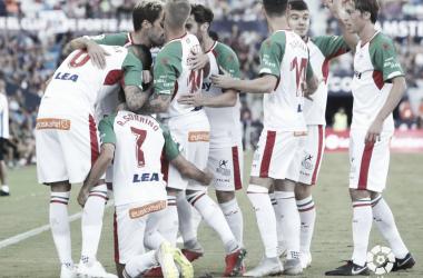 Los jugadores del Alavés celebran el gol de Sobrino. / Foto: LaLiga