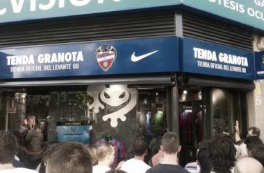 """Se inaugura la nueva """"Tenda Granota"""""""
