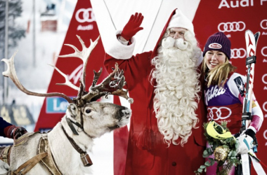Mikaela Shiffrin, her reindeer and Santa Claus! | Photo: Christophe Pallot/Agence Zoom